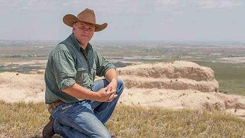 Ray Mears in the desert